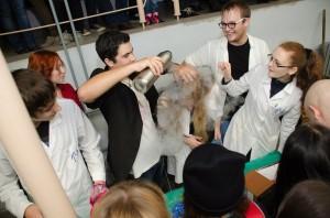 Для будущих абитуриентов студенты ЮФУ демонстрировали опыты