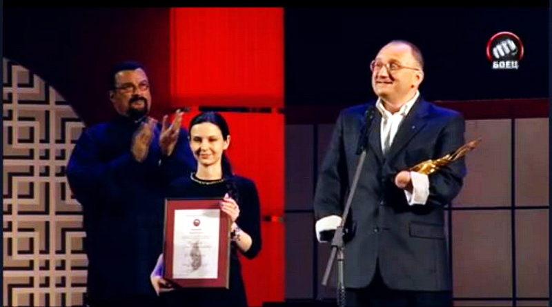 Стивен Сигал вручил «золотой пояс» Сергею Бурлакову