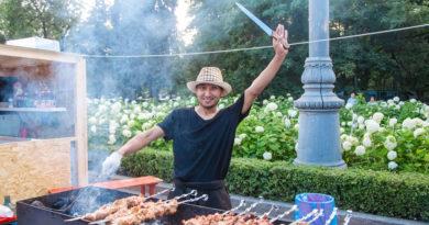 На фестиваль барбекю приехали повара из 12 стран